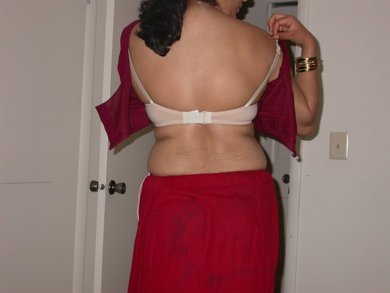 Of The Hottest And Iest Desi Aunty   S    Hot Aunty Dress Changing